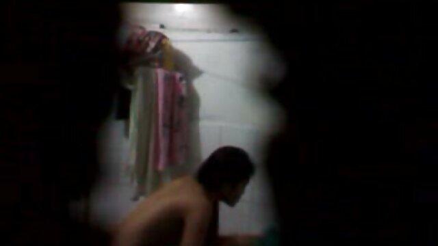 انجمن بدون ثبت نام  پرشور و چوچوله بازبان و دهان برای سکس کردن در خانه یک دختر نوجوان 18 سال