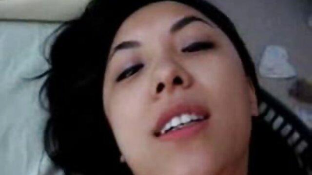 انجمن بدون ثبت نام  يه زوج 18 ساله جورجیا در بیدمشک او سکس با دزد در خانه