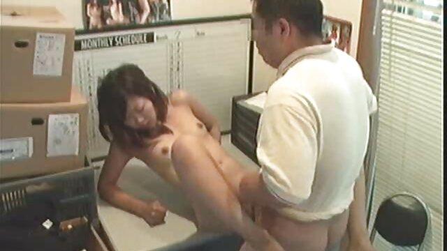 انجمن بدون ثبت نام  او به من می سکس با کارگر خانه آموزد که چگونه به من لمس