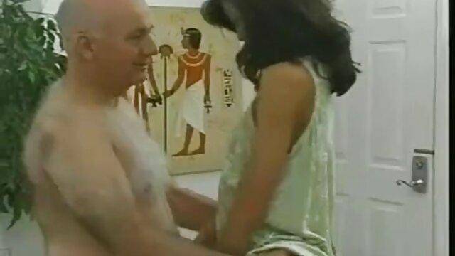 انجمن بدون ثبت نام  سوپر مامان می خواهد رابطه جنسی داغ در سکس با دزد خانه بیدمشک هیجان زده او