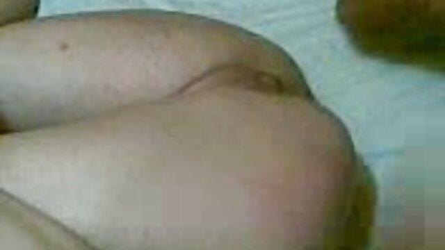 پورنو داغ بدون ثبت نام  سکس در خانه توسط یک آرایشگاه سکس زن خانه دار