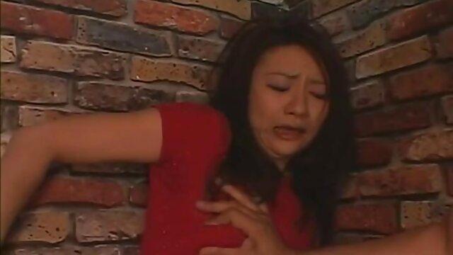 انجمن بدون ثبت نام  هدیه تولد سکس معلم در خانه برای یک دوست در قالب یک آسیایی 18 ساله