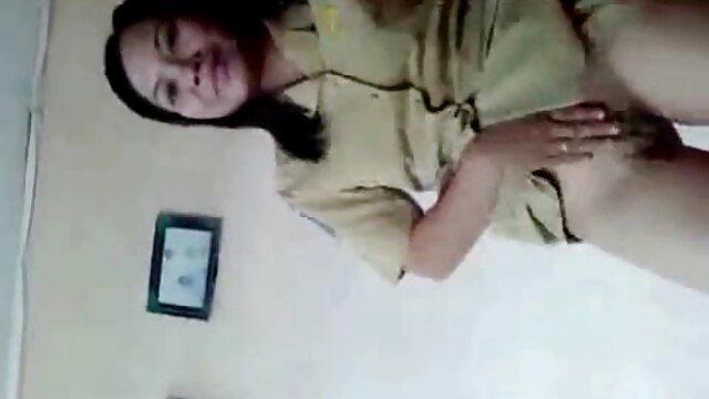 انجمن بدون ثبت نام  مامان کمک می کند تا خورد 20 ساله دختر سکس پنهانی در خانه